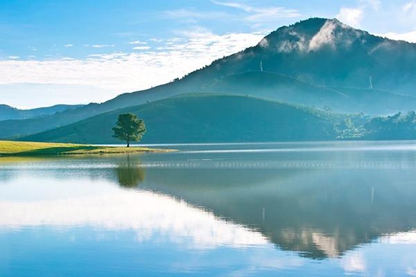 Hồ Suối Vàng - thanh thoát mộng mơ