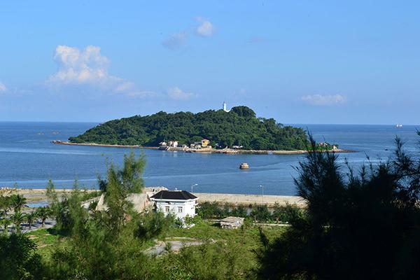 Đảo Dấu nhìn từ xa
