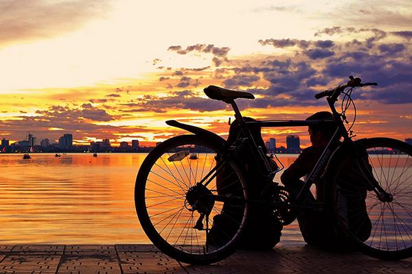 Hồ Tây lung linh trong ánh hoàng hôn