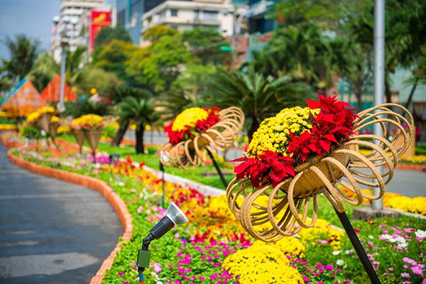 Vẻ đẹp của đường hoa Nguyễn Huệ