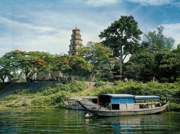 Những điểm du lịch nổi tiếng và những món ăn ngon tại Huế