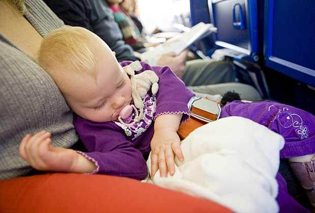 Trẻ em dưới 2 tuổi đi máy bay Vietnam Airline
