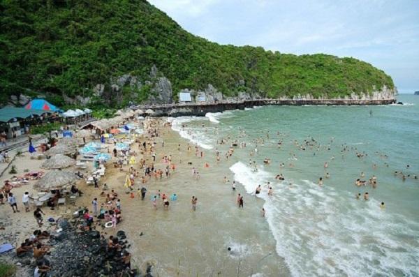 Bãi biển Cát Cò tại đảo Cát Bà (Hải Phòng)