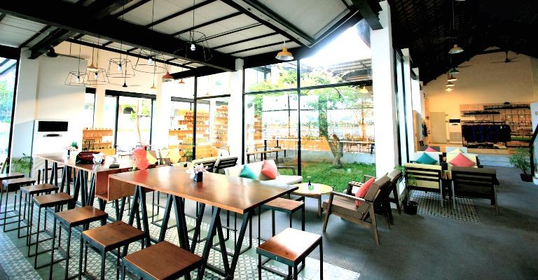 Danang Souvenier $ Cafe