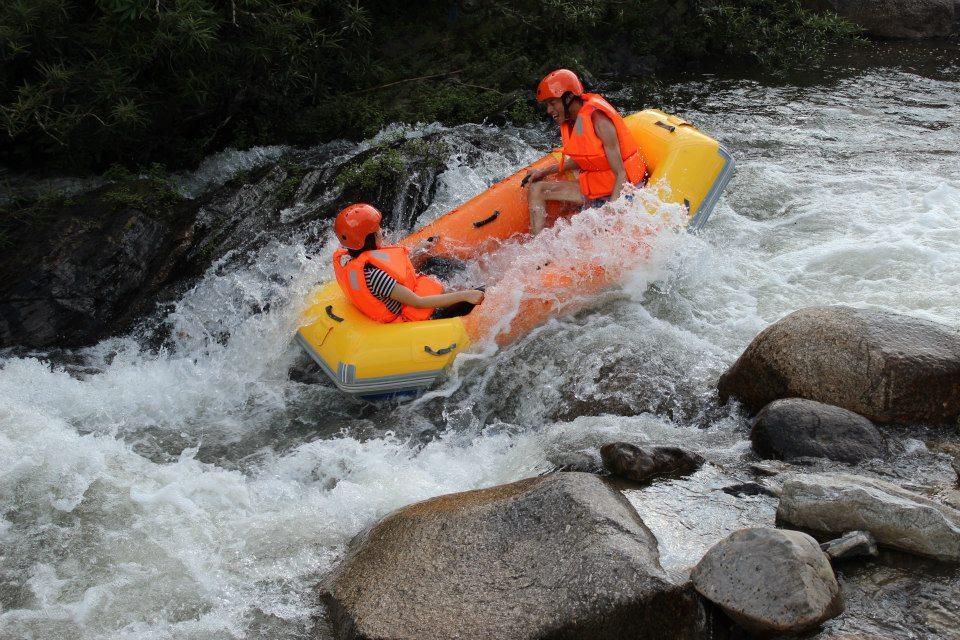 Trượt thác nước Hòa Phú Thành