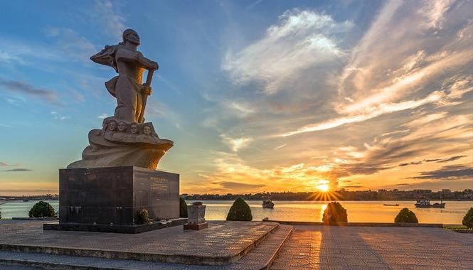 Tượng đài Mẹ Suốt là niềm tự hào của nhân dân Quảng Bình