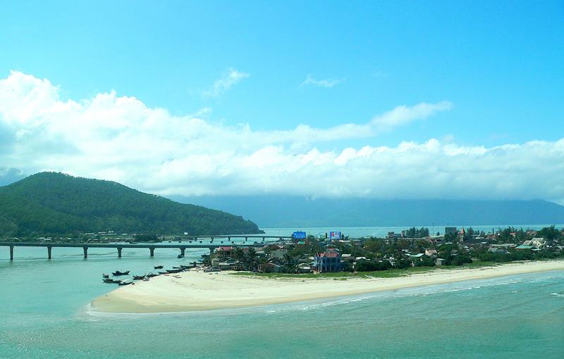 Bãi biển Thuận An hoang sơ và xinh đẹp