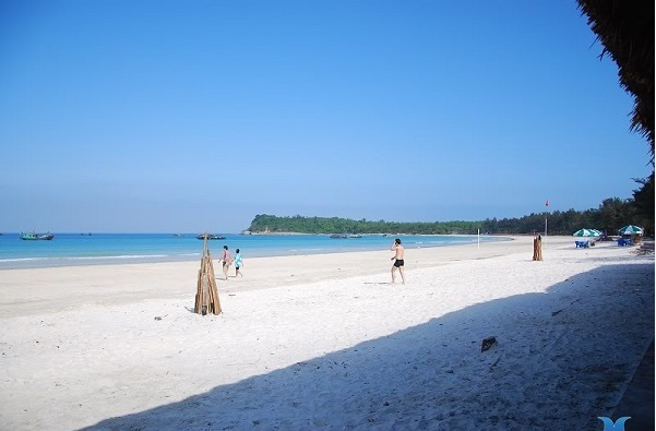 Bãi biển Bắc Vàn tại đảo Cô tô