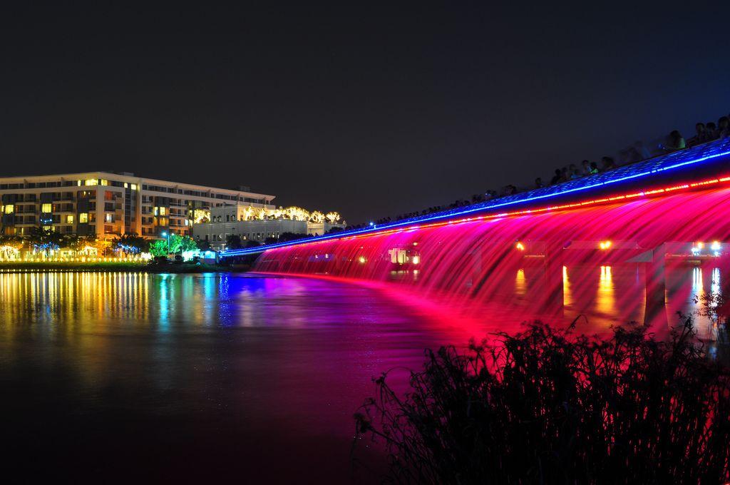 Vui chơi lễ Noel tại cầu Ánh Sao