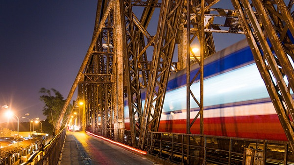 Cầu Long Biên về đêm
