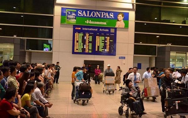 Đi xe máy vào sân bay Tân Sơn Nhất