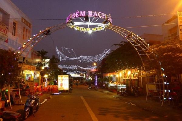 Chợ đêm Bạch Đằng
