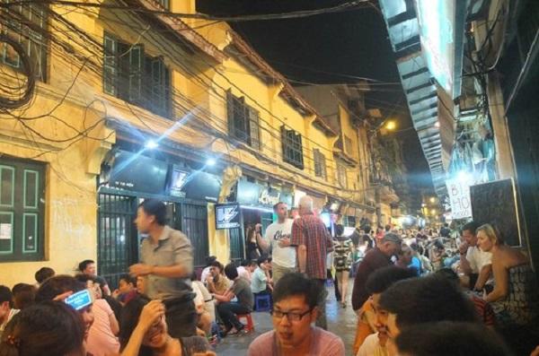 Đường phố Hà Nội về đêm