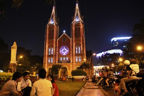 Nhà thờ Đức Bà về đêm