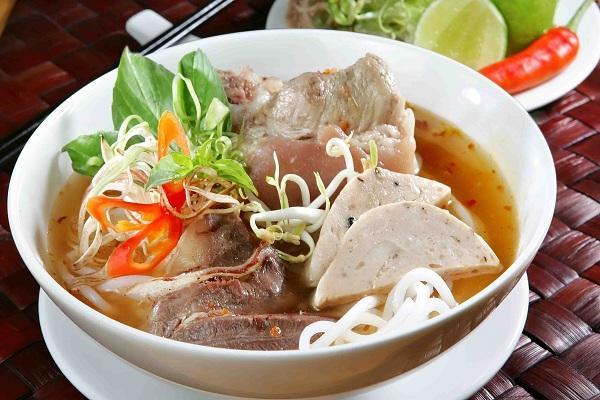 Quán bà Thương nổi tiếng với món Bún Bò huế