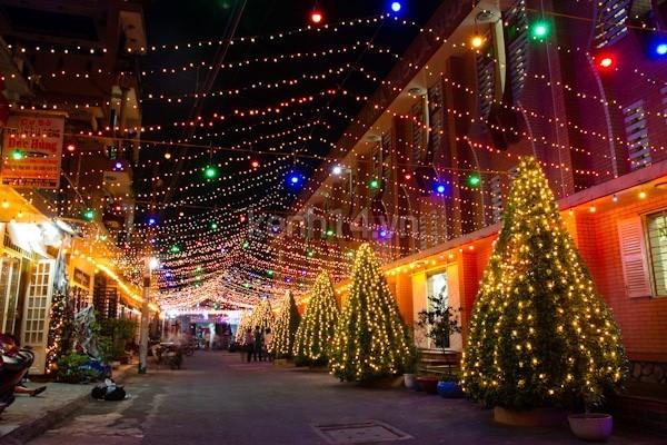 Xóm đạo quận 8 - địa điểm đi chơi Noel ở Sài Gòn thú vị