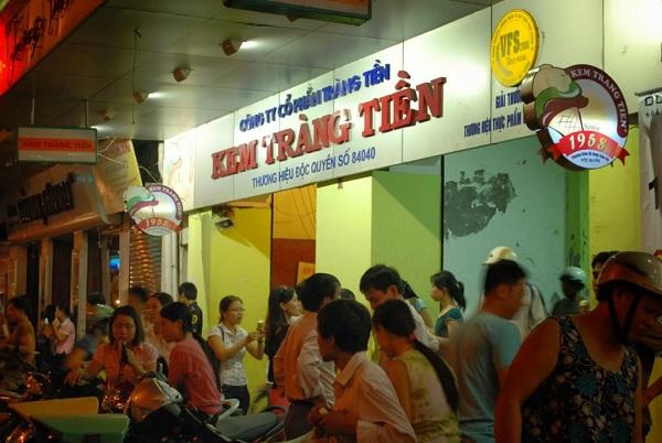 cửa hàng kem Tràng Tiền