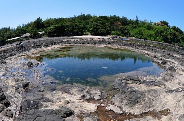 Miệng núi lửa ở vùng biển Bình Châu bên Mũi Ba làng An
