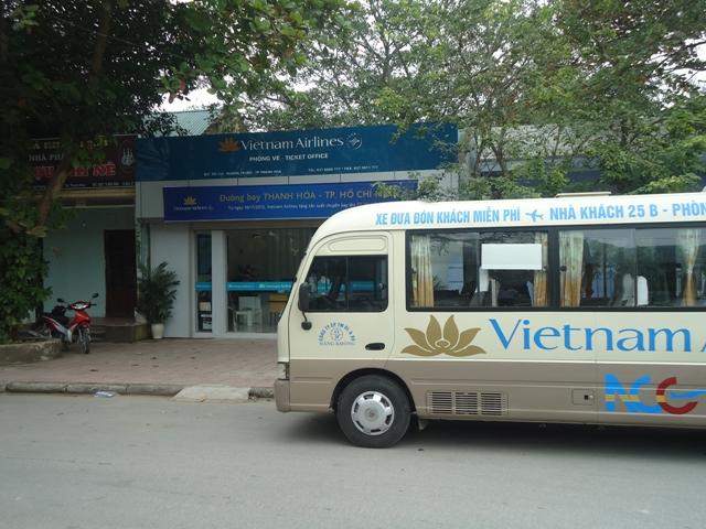 Xe bus Vietnam Airline đưa đón tại sân bay Nội Bài