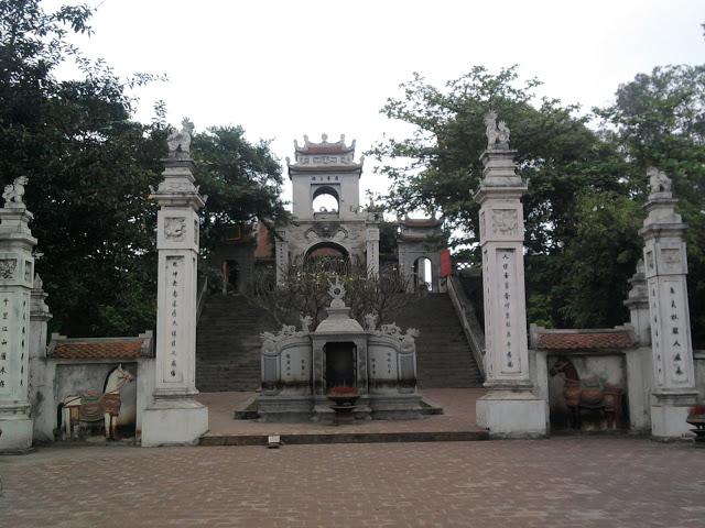 Đền Cuông trên núi Mộ Dạ