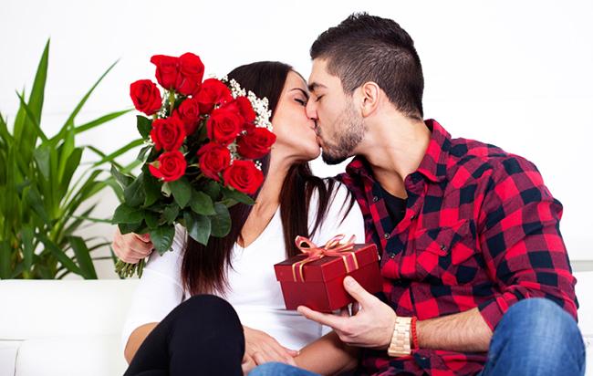 Món quà truyền thống ở Anh cho dịp lễ tình nhân là gì?