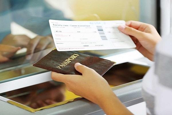 Bạn nên chuẩn bị đầy đủ giấy tờ tùy thân khi đi du lịch